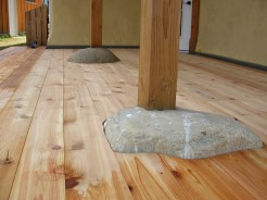 A scribed cedar deck flows around the rocks and creates an organic feel