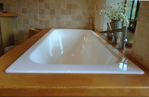 Cast concrete tub surround